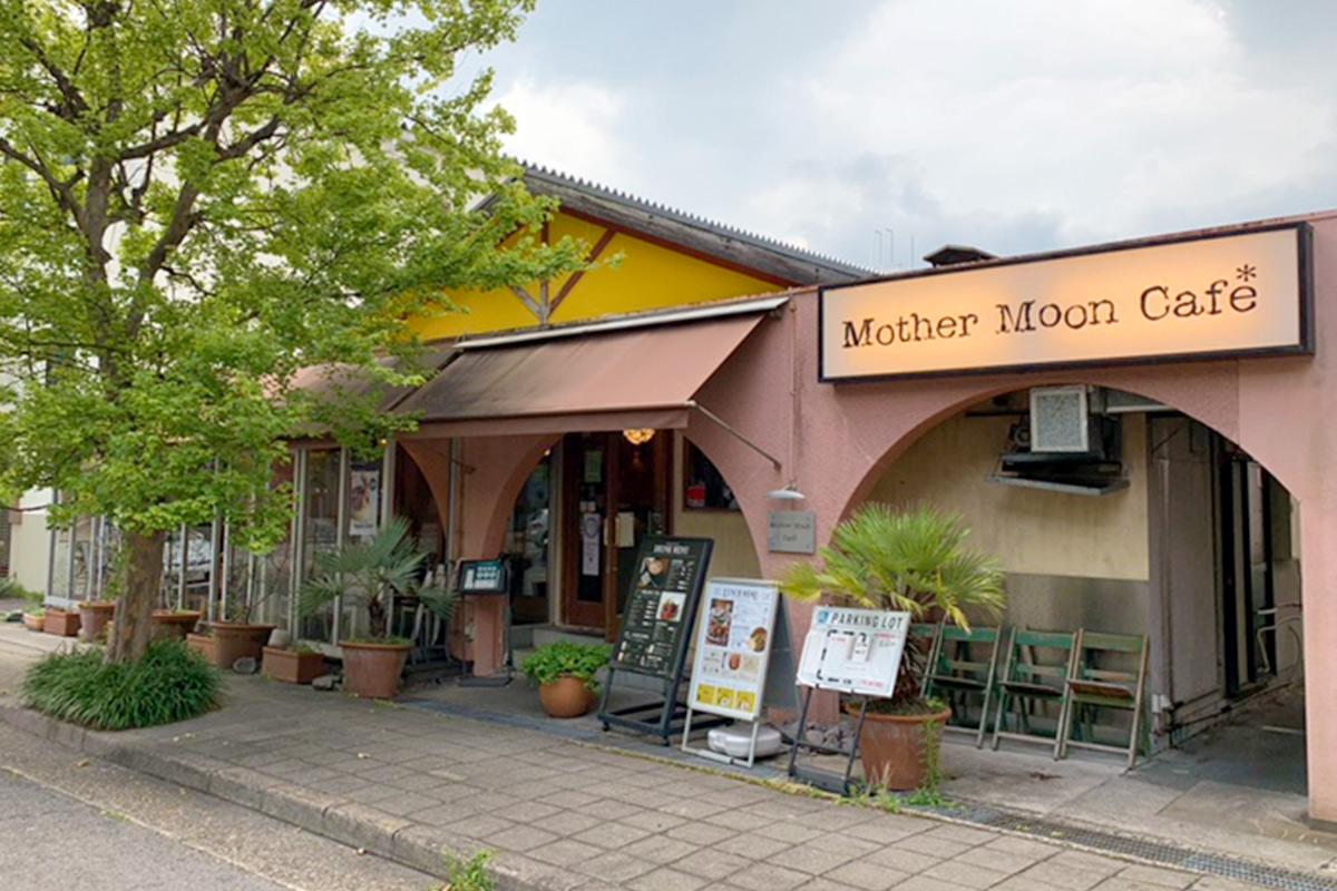マザームーンカフェ千里店の外観