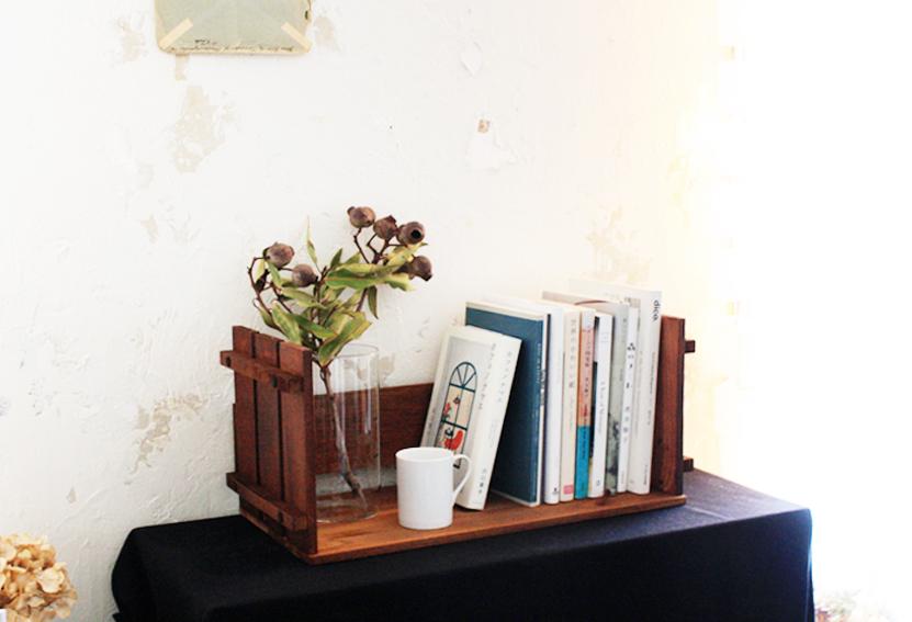 【DIY連載】ネジ止めだけでOK!キャンドゥ×セリアで作る「ブックスタンド&ローテーブル」