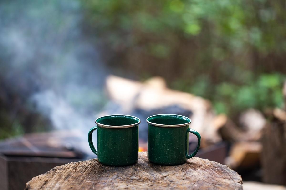 キャンプでコーヒーを楽しもう!抽出方法やおすすめ道具をピックアップ