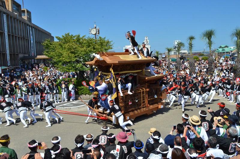 岸和田だんじり祭のだんじり曳行