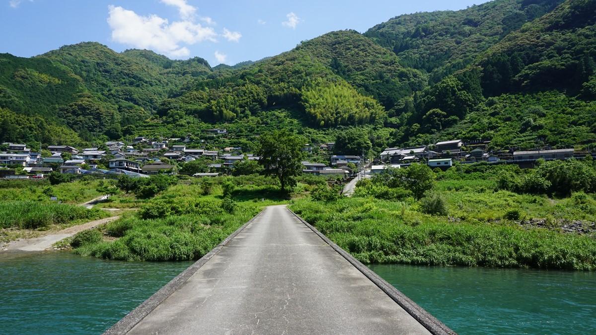 竜とそばかすの姫の舞台のモデルとなった高知県の浅尾沈下橋