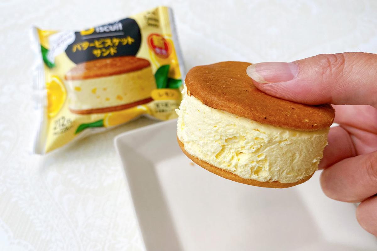極厚なバタービスケットサンドレモン
