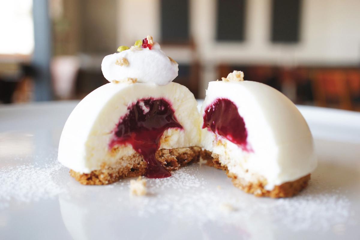 ノイカフェの木苺のレアチーズドーム