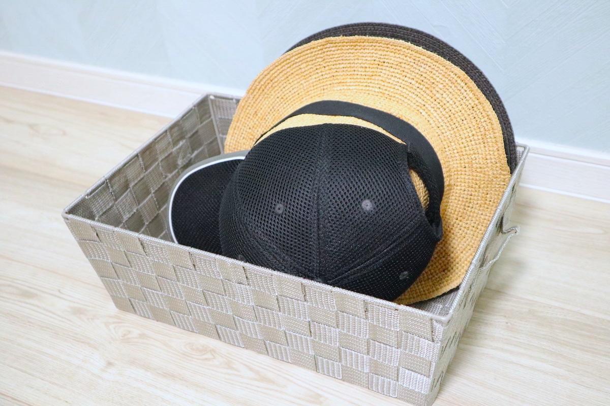 帽子をバスケットに収納した様子