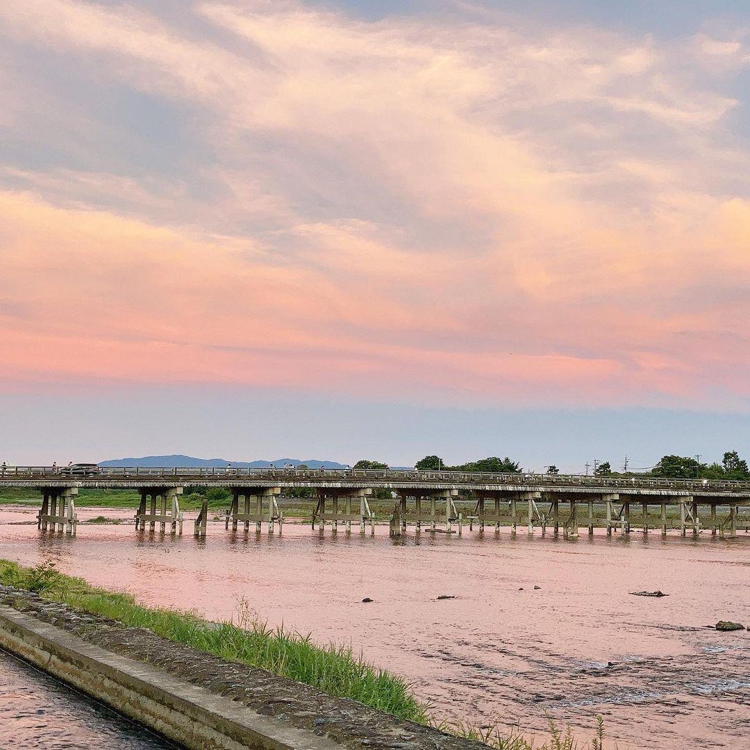 渡月橋の夕焼け風景