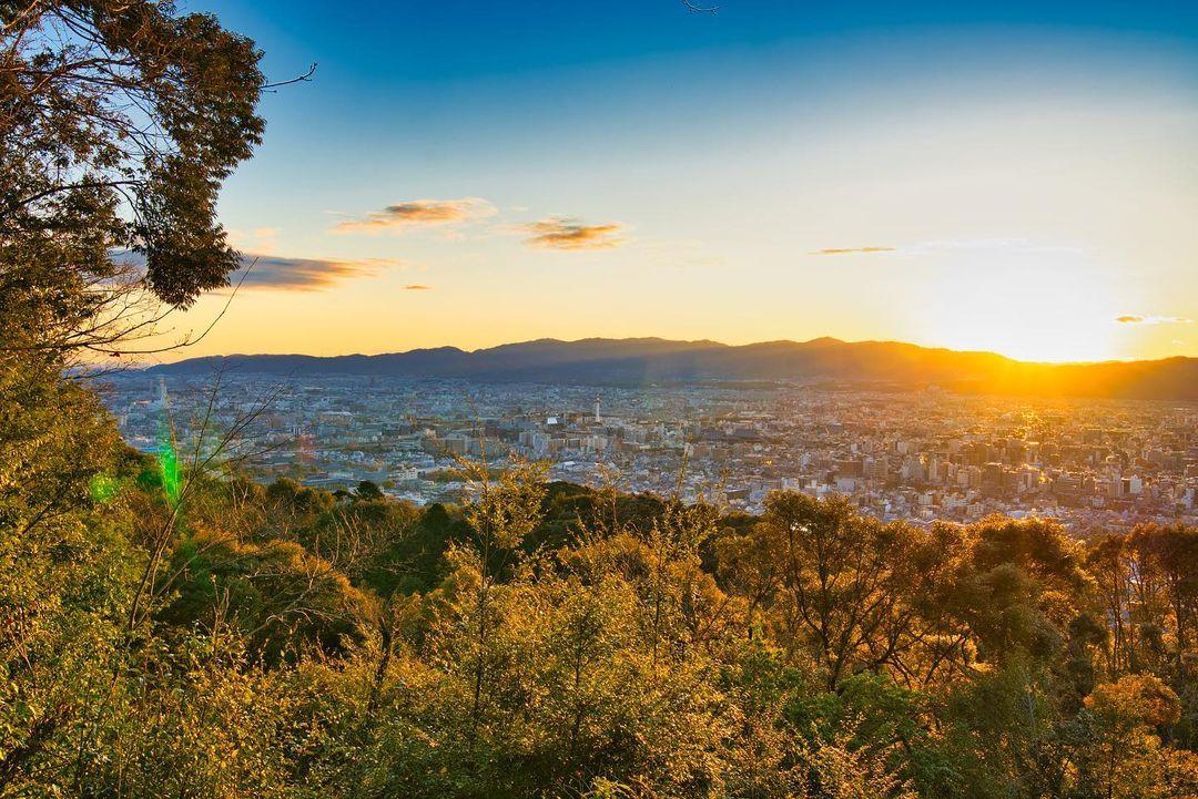 東山山頂公園からの夕暮れ時の景色