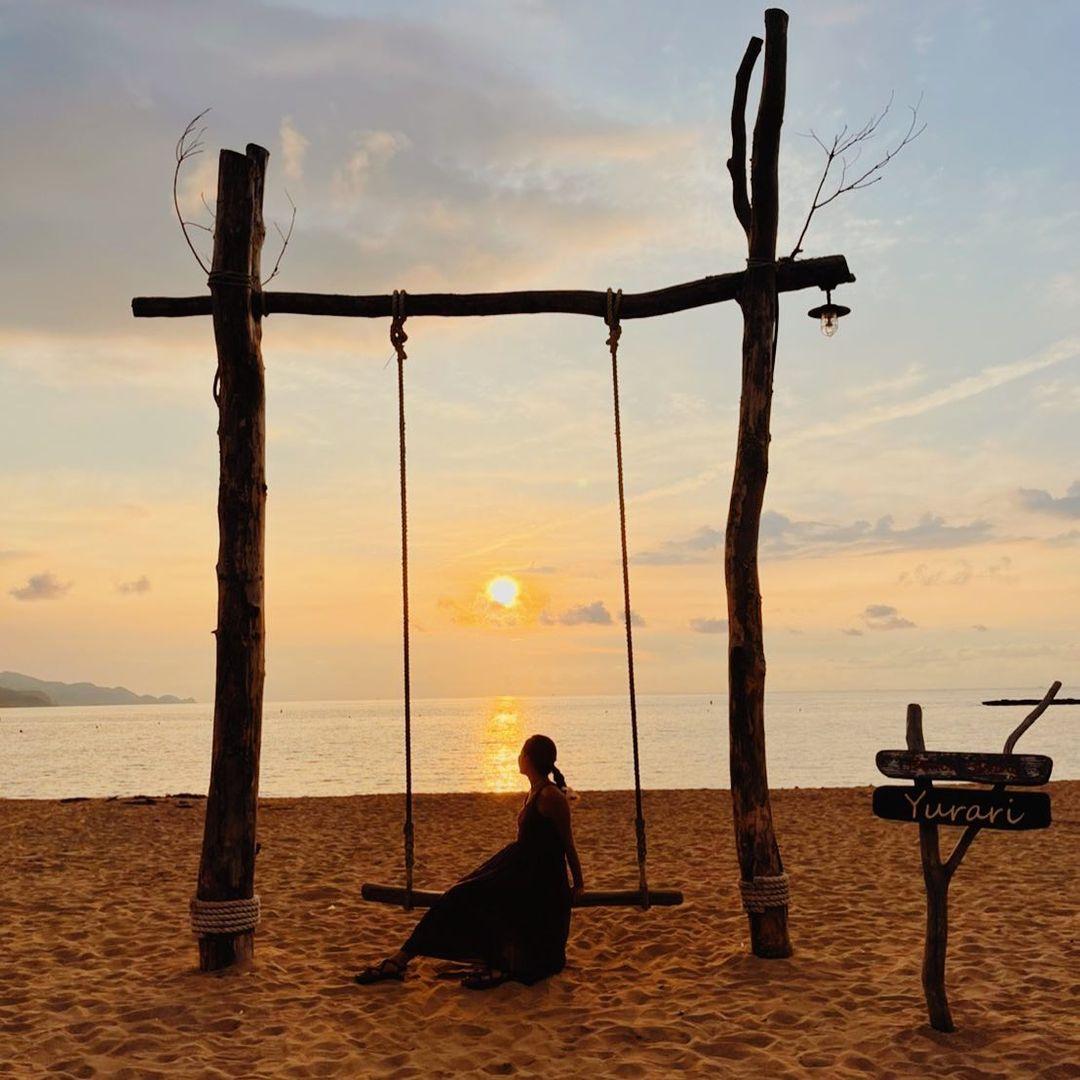 夕日ヶ浦海岸にある浜辺のブランコ